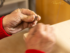 La mano curtida del zapatero