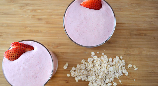 Strawberry-Oatmeal-Smoothie-650-353
