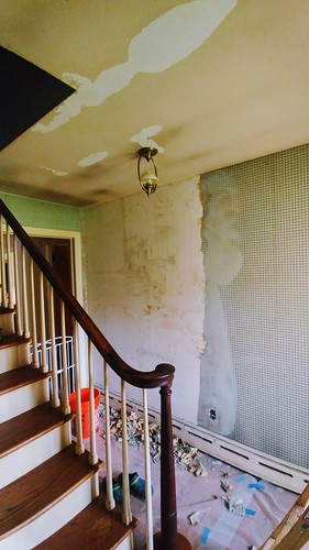 Removing wallpaper in the hallway