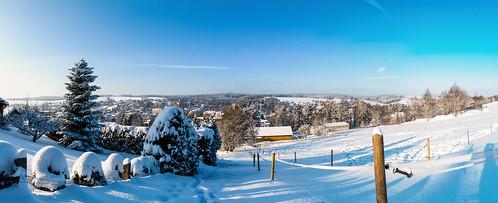 Blick über verschneites Thalheim