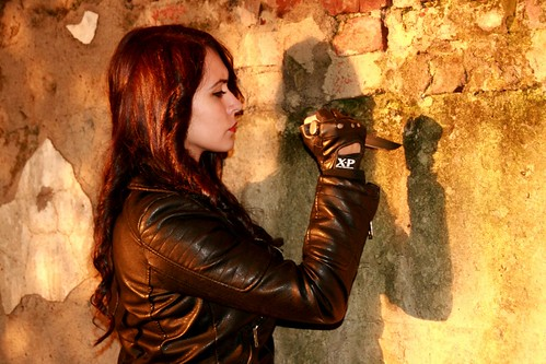 girl_leather_jacket_knife_black_hair_seduction-682972