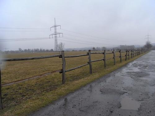 20100317 0204 179 Jakobus Weg Zaun Pfütze Regen