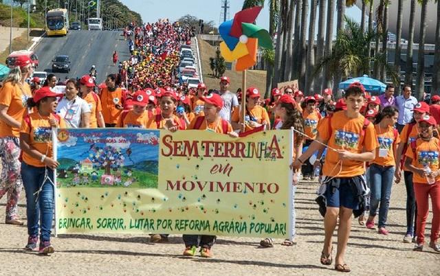 """Evento reuniu 1.200 estudantes """"sem-terrinha"""" em Brasília no ano passado e levou manifesto ao MEC - Créditos: Elitiel Guedes / MST"""