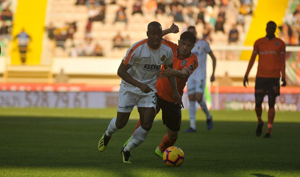 Lider Medipol Başakşehir Alanyaspor'u geçemedi 1-1