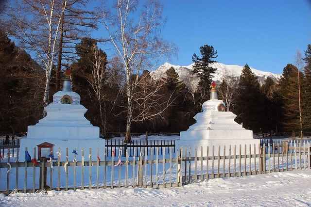 Stupas du Badkhirkharma dastan, temple bouddhiste d'Archan © Bernard Grua