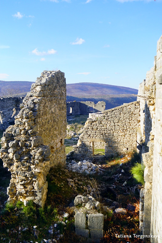 Постройки внутри верхнего уровня крепости Стоца