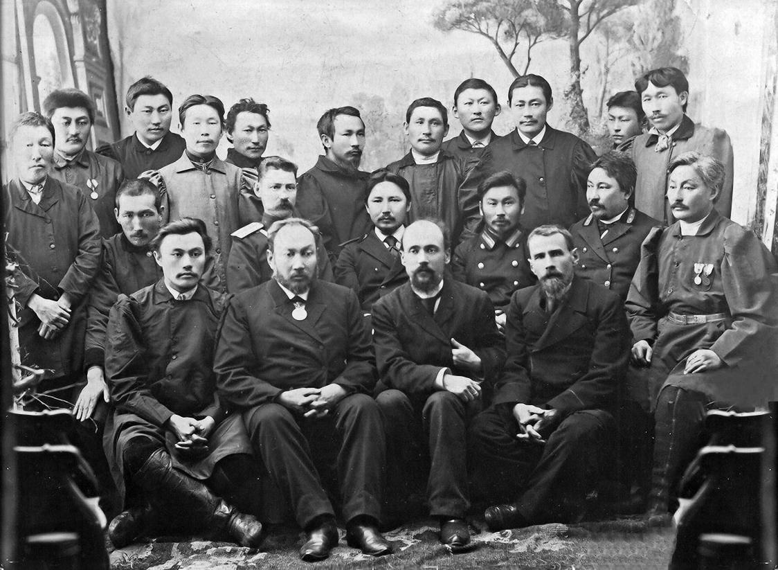 Чиновники Якутского областного управления и улусные головы Якутской области