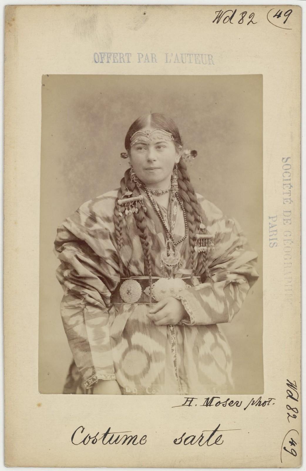 49. Сартянка в традиционной одежде