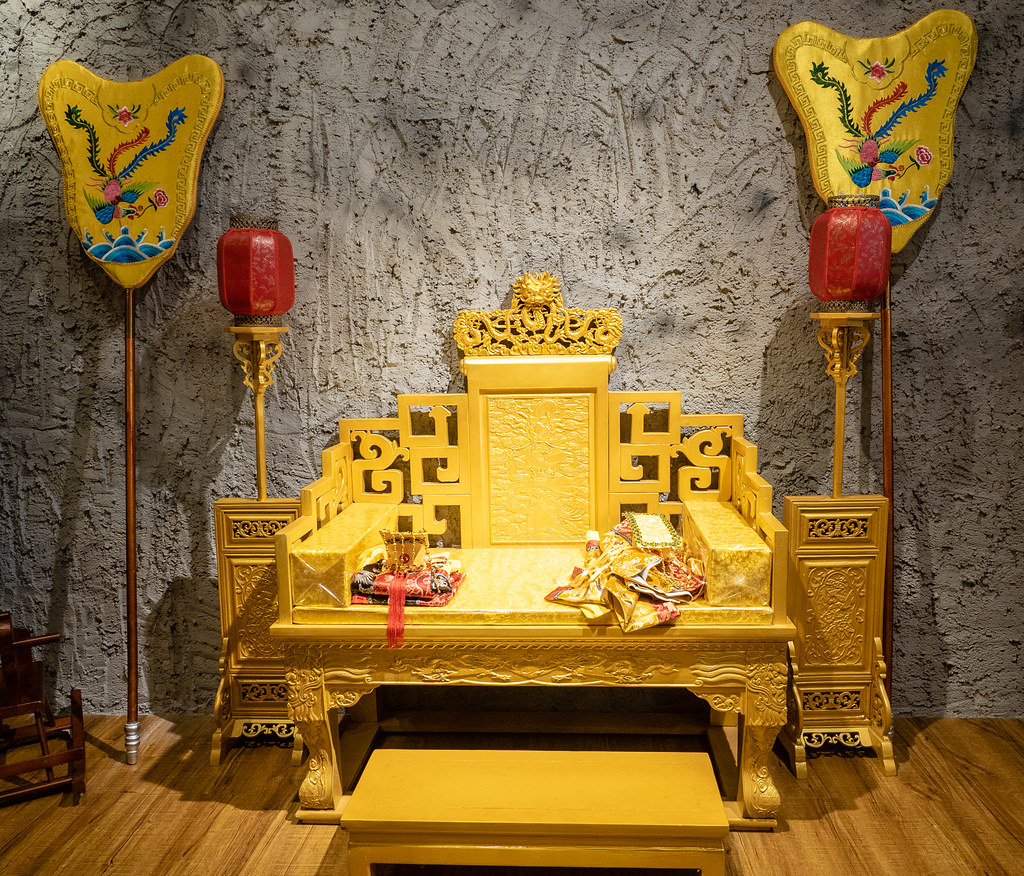 Emperor's seat at House of Pok (小猪猪)