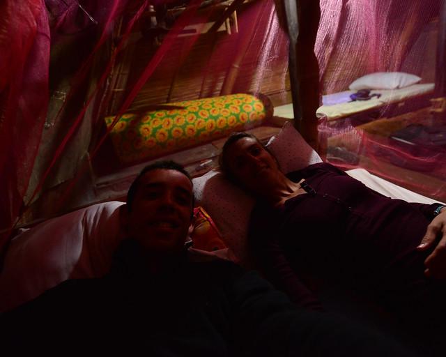 Nuestra cama dentro del ifugao con la mosquitera puesta