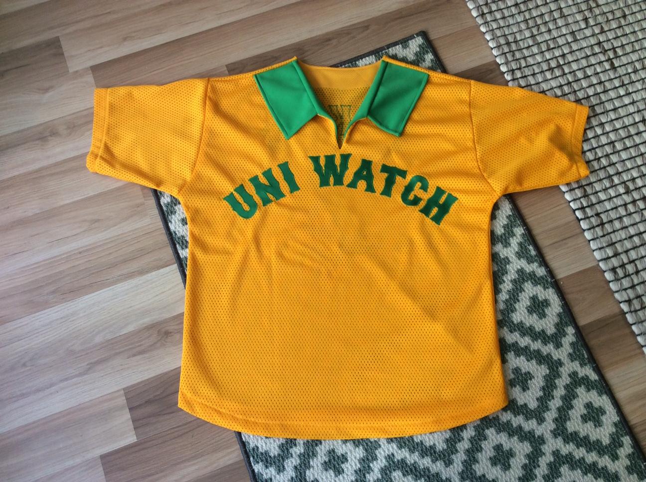 Uni Watch 64f0e0f8ce411