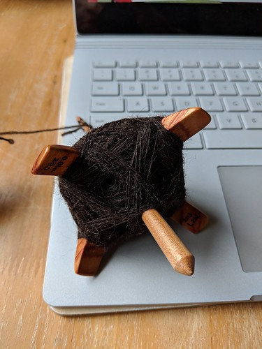 Handspinning Zwartables wool top on Jenkins Lark Turkish-style spindle by irieknit