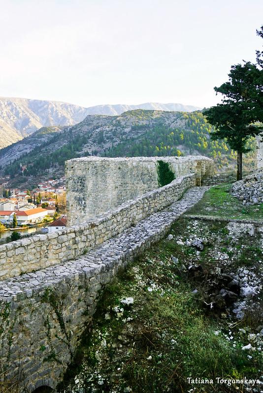 Крепостная стена с цистерной
