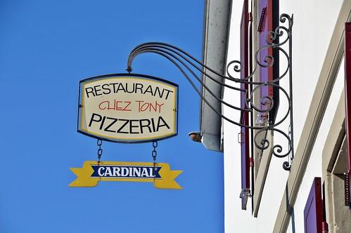 Italienische Pizza und Schweizer Bier beim Tony