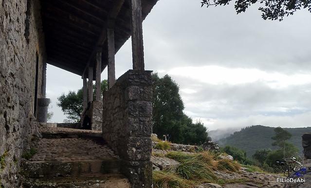 Ermita de San Pedro de Atxarre, posiblemente el mejor mirador sobre Urdaibai.  y después el  desayuno vasco  (11)