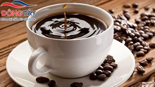 Cafein trong cà phê kích thích hệ thần kinh thực vật, khiến triệu chứng bệnh trở nặng
