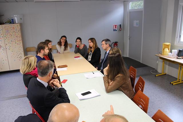 Classes de CP / CE1 dédoublées: visite du recteur à l'école Schweitzer à Bordeaux