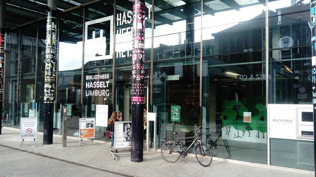Entrada biblioteca Hasselt
