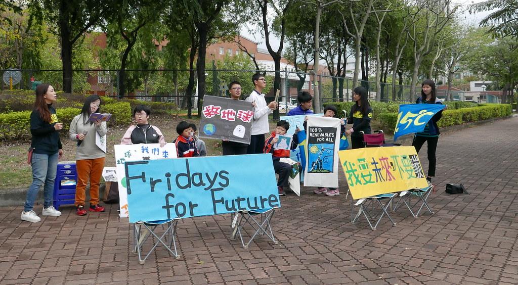 台中特殊教育學校10多位高三生率先響應全球為氣候罷課行動。攝影:鄒敏惠。