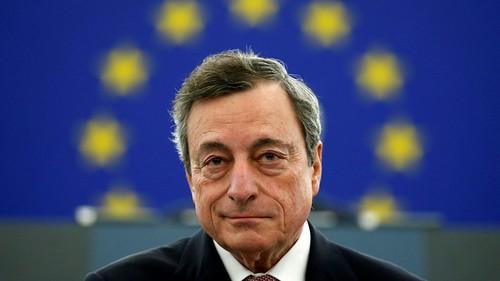 L'economia rallenta, Draghi rilancia.