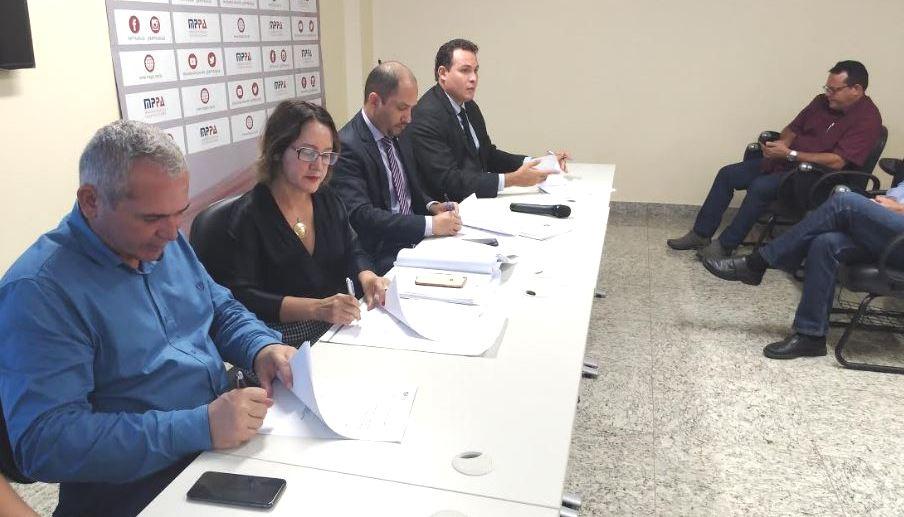 Nélio assina TAC da Perfuga que põe fim à cessão de servidores para outros órgãos, TAC da Perfuga