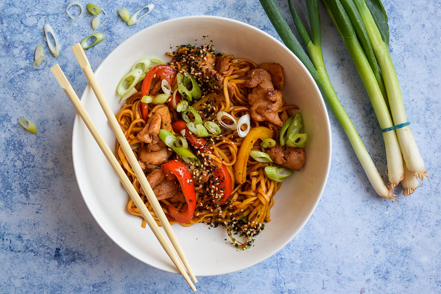 Easy Weeknight Chinese Chicken Noodles