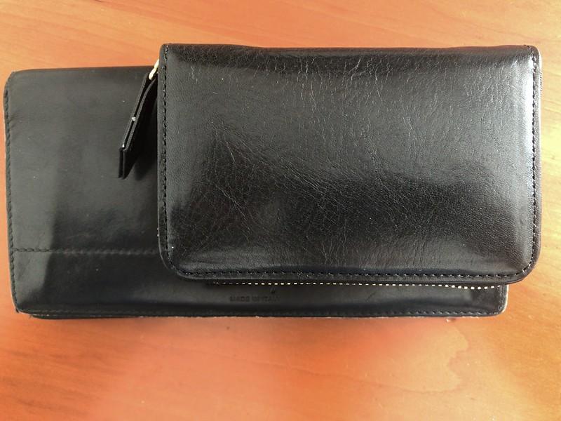 ココマイスターのマットーネ ミニラージと一般的な長財布との大きさの比較