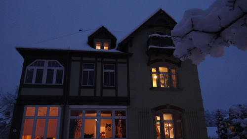 Der Winter in Dresden die Stummel Kerze in mein Zimmer als Licht auf den Tisch, der Wind heult, ächzte und stöhnt in der Ferne 01874