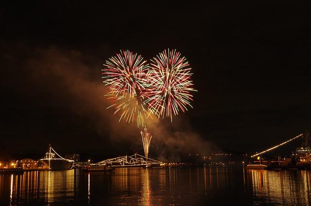 新年を祝う横須賀の花火2019