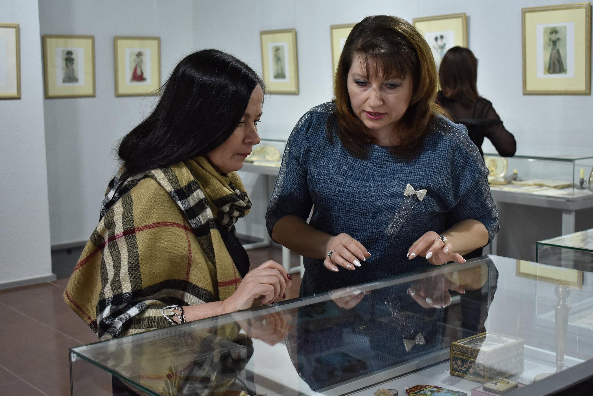 На открытии выставки «Мода, престол которой в Париже…» в Елабужском музее-заповеднике
