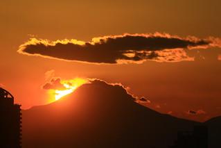 富士山に日が沈む...