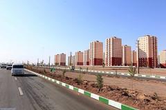 Cité Iranaise - Earthquake-resistant buildings à Téhéran - Maskan Mehr Project - Cauchemar urbain perse Maskan Mehr, 37000 lgts construits au milieu de rien à 40km de Téhéran, 37 000 logements, c'est 5 fois plus que les méga ZUP du Val Fourré à Mantes-la-