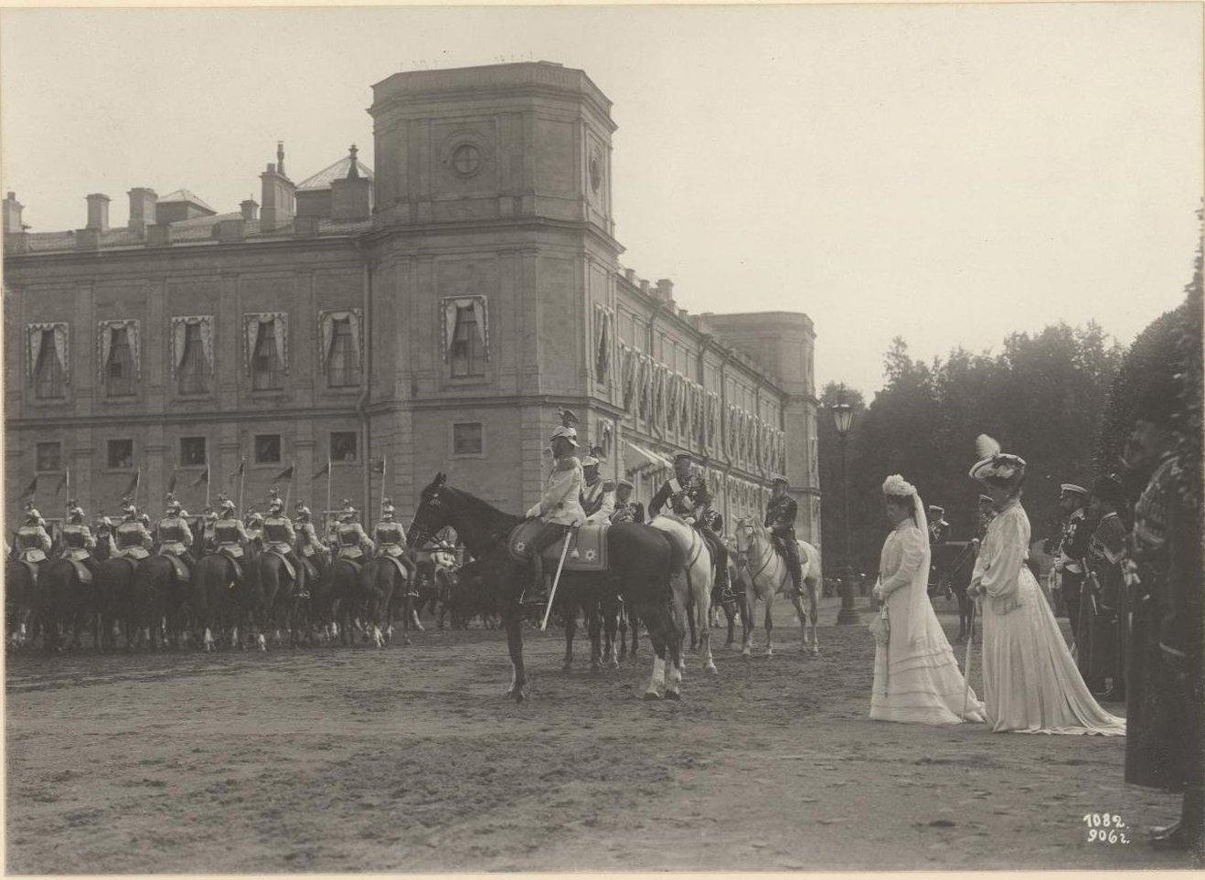1906. Парад в Гатчине в присутствии императорской семьи