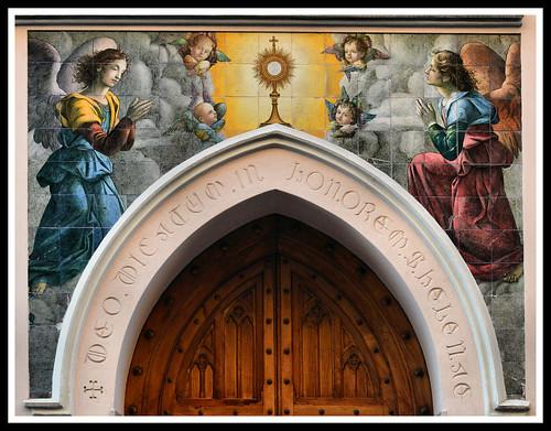 Roma, Rione Esquilino, Madonnella in via Machiavelli 24, dedicato a Dio in onore di Sant'Elena, madre dell'Imperatore Costantino