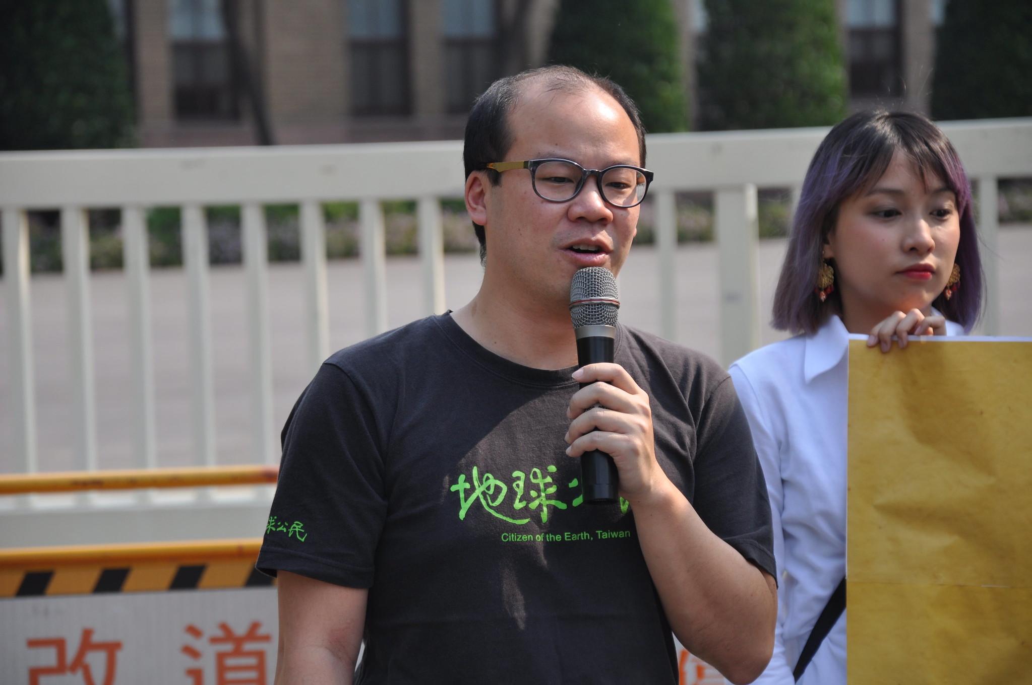 地球公民基金會執行長蔡宗岳認為,《工輔法》不是開後門,而是開大門。孫文臨攝