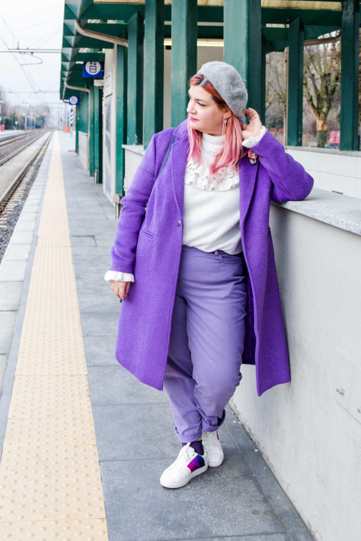 Outfit-curvy-plussize-come-abbinare-colori-particolari-viola-bianco (1)