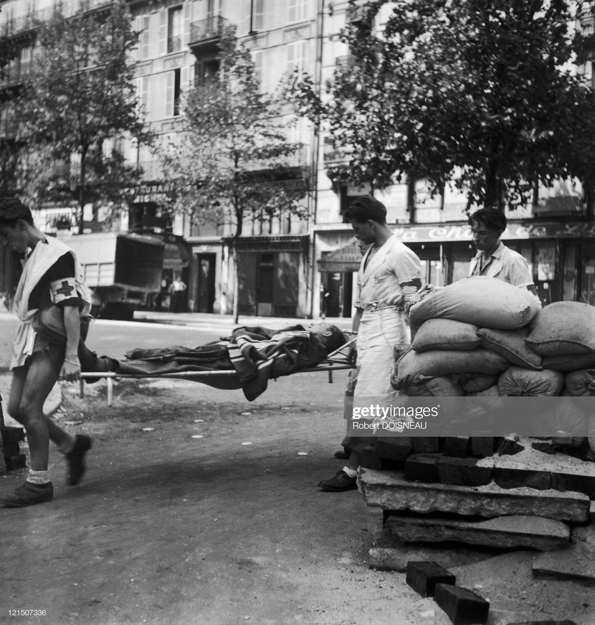 1940. Баррикады. Париж