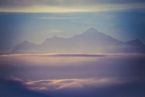 Le Mont-Blanc dans un mélange de soleil et de brume.