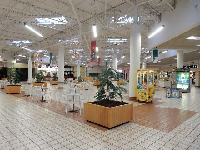 Food Court - The, Nikon COOLPIX S9700