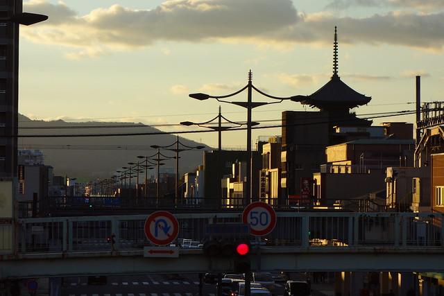 九条油小路の歩道橋から東寺方面#01 (2019/01)