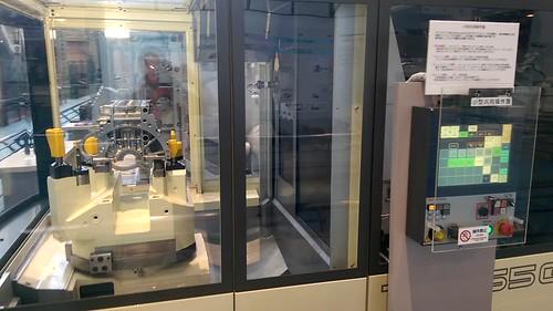 Robots milling a Toyota engine block