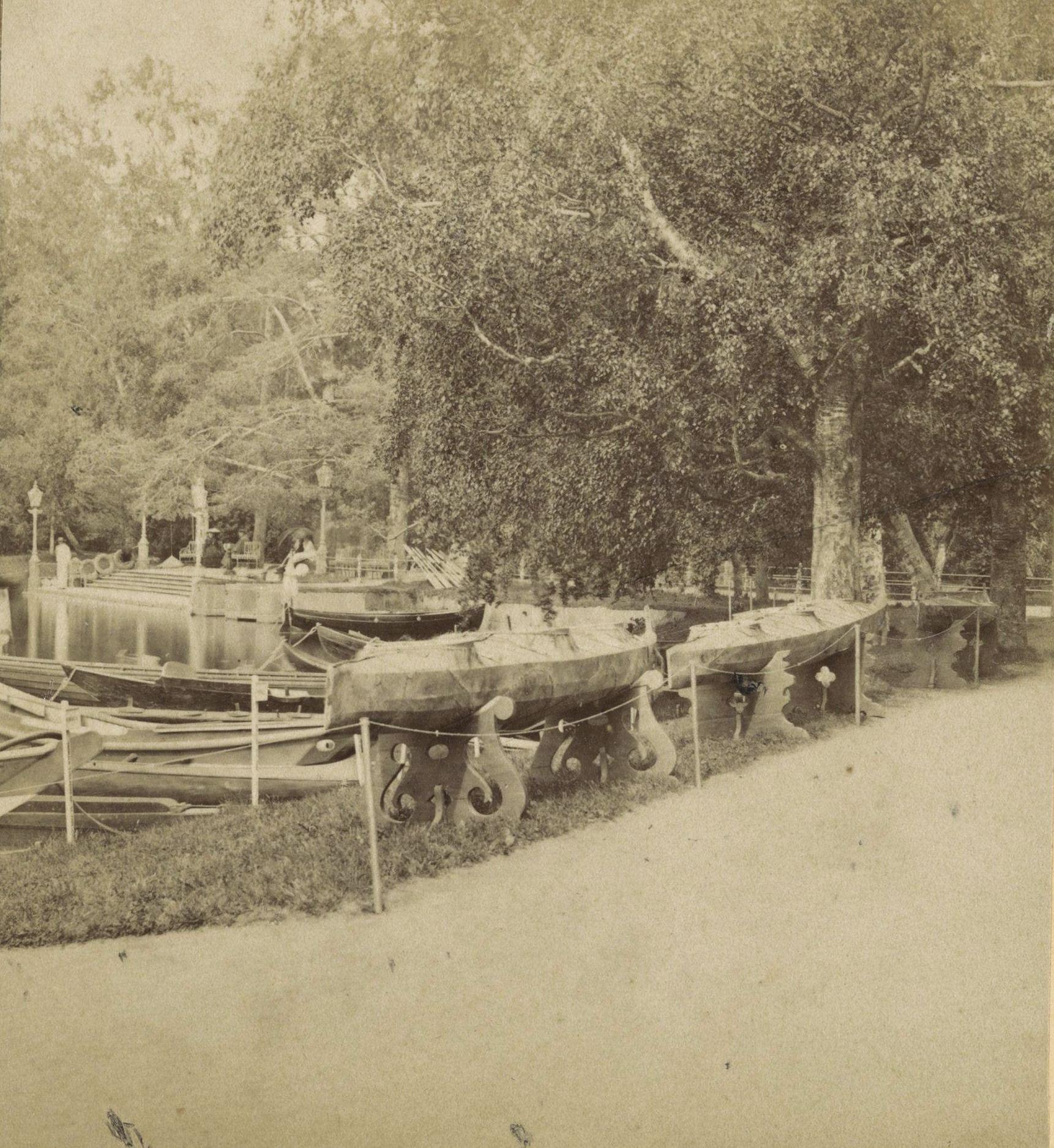 Царское Село. Алеутские лодки (байдарки)
