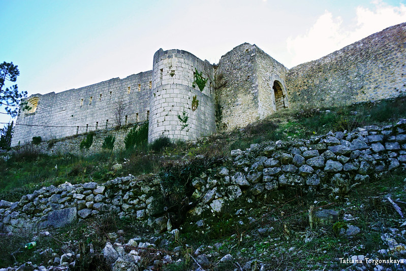 Стена Верхнего города с башней и воротами