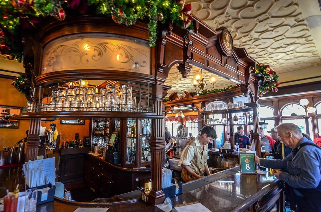 Rose & Crown bar