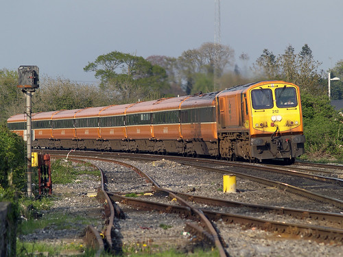 212 & MK3s on 18:30 Heuston-Tralee at Sallins 06-May-08