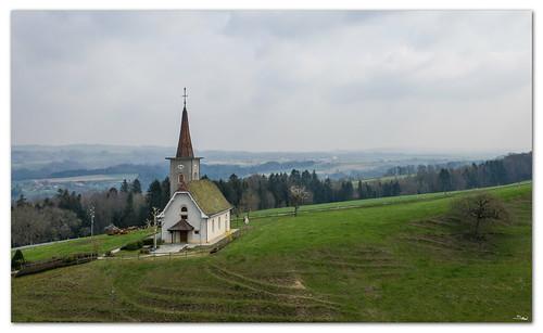 L'église d'Orzens