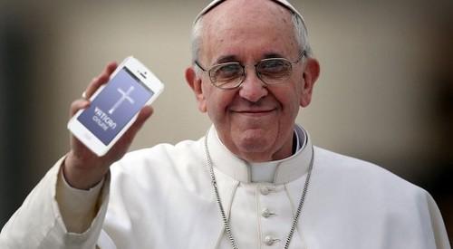 Francisco con una aplicación de móvil