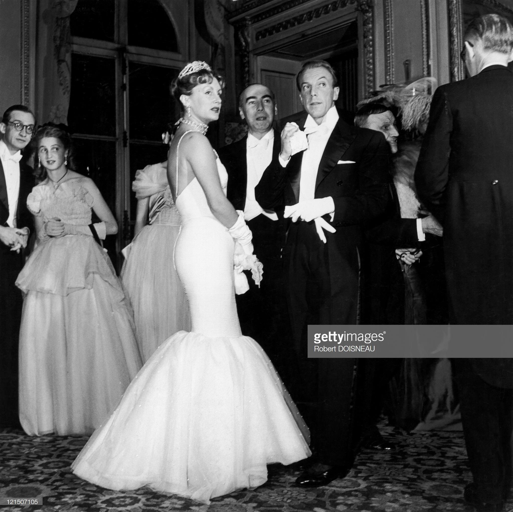1950. 19 июня. Жак Фат (французский модельер) с супругой на балу графа Этьена де Бомонта