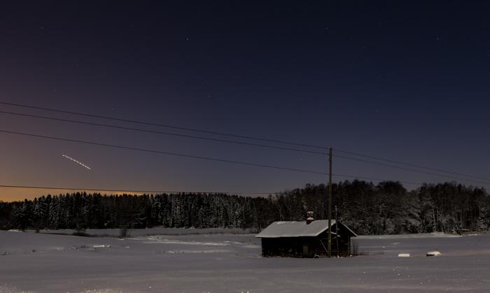 yökuvaus maaseutu tähtitaivas  yökuva pitkä valotusaika luova valokuvaus creative photography ue urban exploring hylätty talo autiotalo