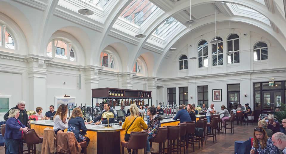 Titanic Hotel Belfast: borrelen in Titanic Hotel Belfast | Mooistestedentrips.nl